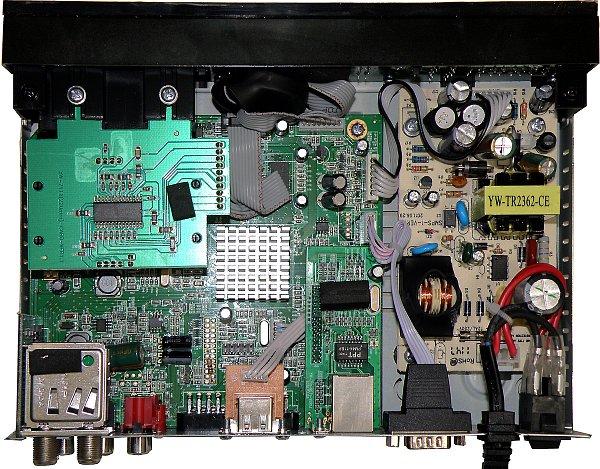 Pohled do útrob satelitního přijímače Golden Media SPARK Reloaded.
