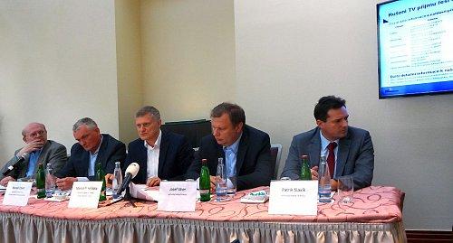 Setkání zástupců Českých Radiokomunikací, televizních stanic a ČTÚ s novináři k rušení signálem digitální televize mobilními sítěmi LTE.
