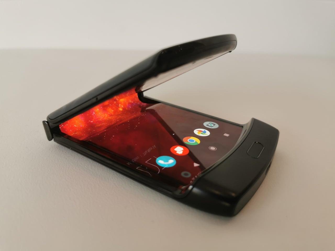 Motorola RAZR se vrací, má Android a ohebný displej