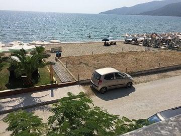 Řecko. Ubytování v Nea Vrasně za 45€/noc/pokoj přímo u moře? Standard.