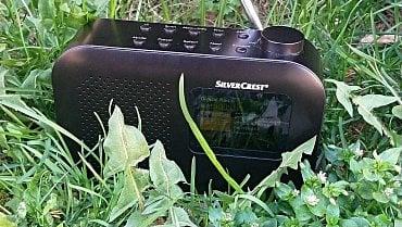 Přenosné rádio s obrázkovou slide show a textovými informacemi