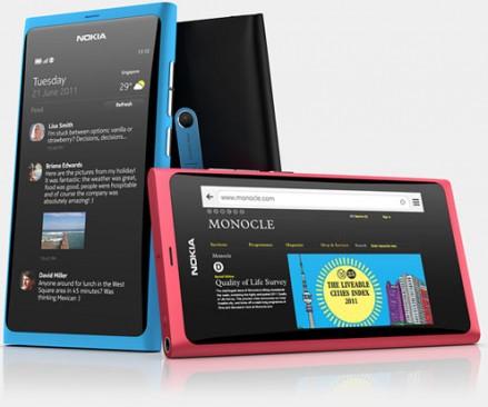 Nokia N9: polykarbonátové unibody provedení se zaobleným krycím sklem je prostě moderní a krásné.