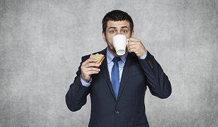 Jak se zbavit nadýmání? Jezte pomalu