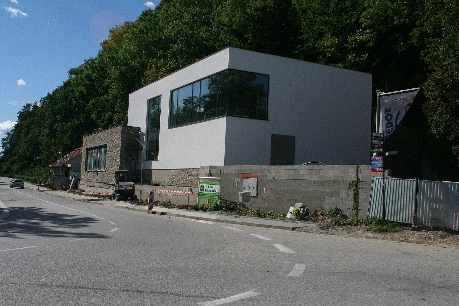 Wedos stavba olejového datacentra