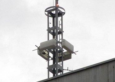 Technici Digital Broadcasting provedli na přelomu června a července otočení polarizace antén na vysílači z horizontální na vertikální, ovšem antény doslova otočili.