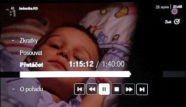 Tlačítko OK u vysílaného pořadu nabídne základní volby. Třeba i zpětné převíjení.