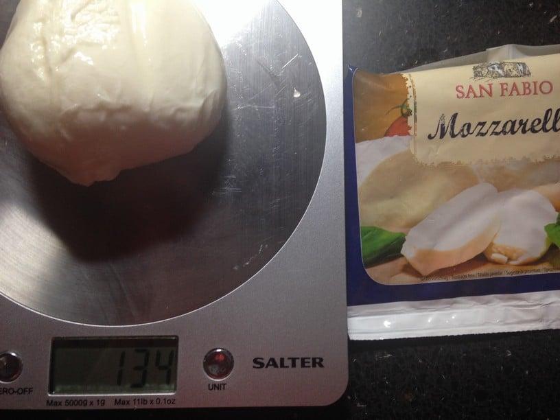 Vážení mozzarell: Všechny neváží tolik, kolik by měly