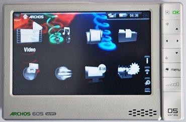 """Archos 605 – multimediální přenosný přehrávač s WiFi, který se pro některé uživatele stal prvním """"tabletem""""."""