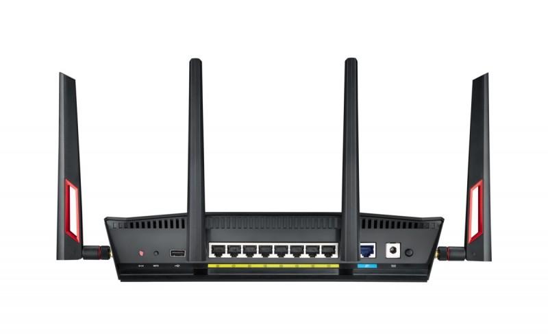 Můj dvoupásmový router Asus RT-AC88U podporuje 4×4 MU-MIMO a objevil jsem jej ve sběrně s vyřazenou elektronikou. Je velmi rychlý a má integrováno gigabitové ethernetové rozhraní.