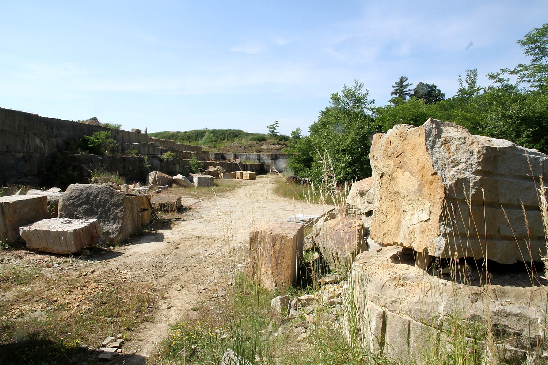 Kameník Jan Brož chce vrátit dobré jméno pískovcovému lomu.
