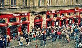 Na otevření prvního McDonald'sstálo frontu jedenáct tisíclidí