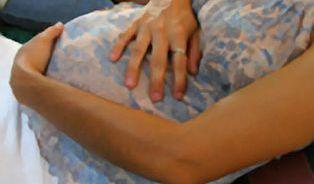 Dilema v MHD: Těhotná, nebo jen tlustá?