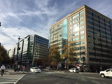 Centrum D.C. je plné kanceláří s právníky, lobbisty, politology a think-tanky.