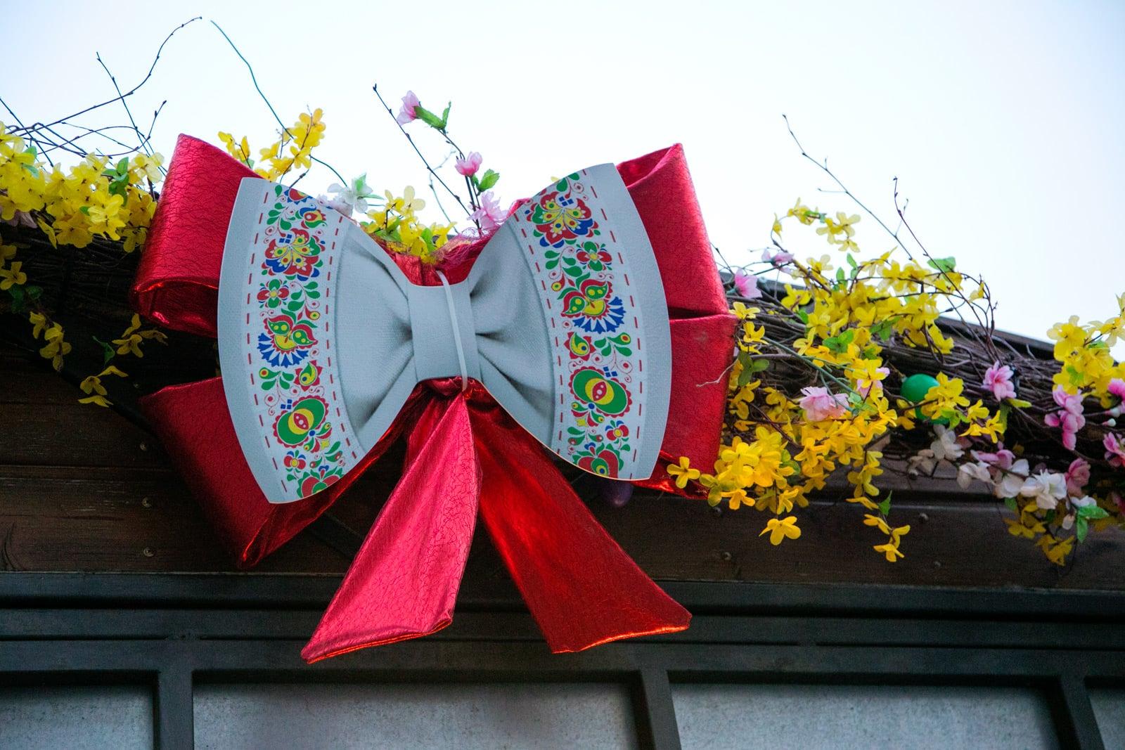 Velikonoční výzdoba stánků i obchodů