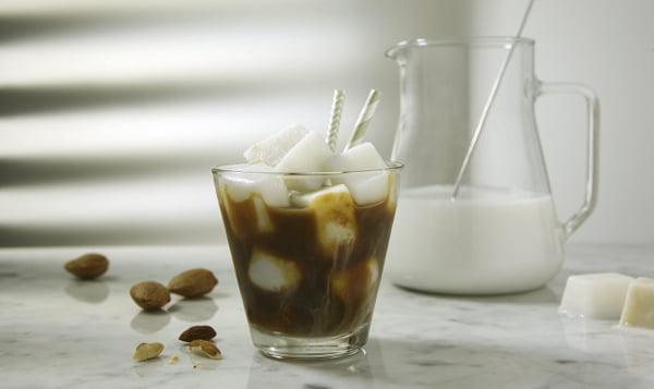 Italská mandlová ledová káva