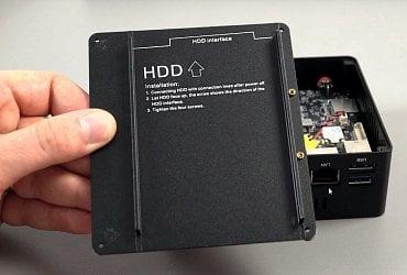 Detail HDD držáku s popiskem