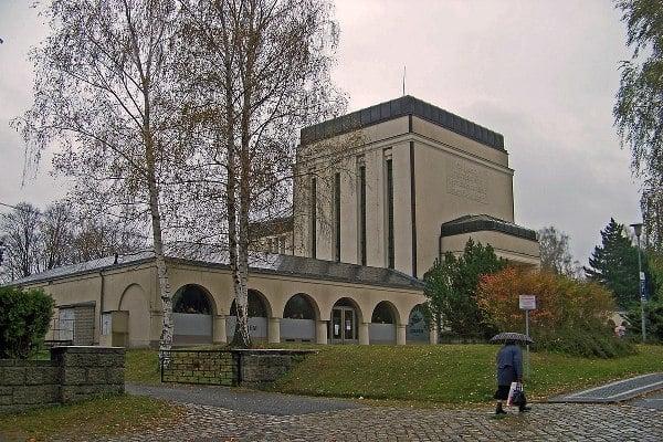 Základní kámen Krematoria v Liberci byl položen roku 1915