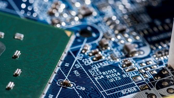 Výměna ADIS se posouvá, pro starý systém se navíc koupil hardware za 200milionů