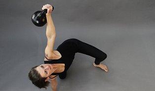 Funkční trénink skettlebell: ženy skoulí