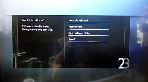 Pro nahrávání musíte nechat televizor aby si disk sám zformátoval a spároval. Provede si i test rychlosti připojeného média.