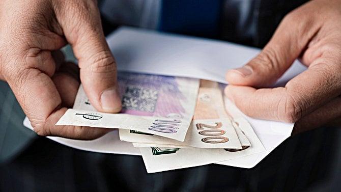 Aktuální platy a mzdy vČesku: Polovina zaměstnanců má méně než 29.000Kč čistého