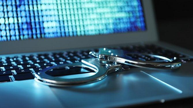 [článek] Krátké vlny: Odstraňování teroristického obsahu, doporučení pro e-identitu a Euro-IX vroce 2020