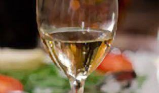 Máte rádi víno? Pak pozor na rakovinu prsu!
