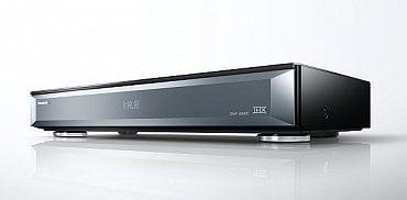 Blu-ray přehrávač Panasonic UB900 poslouží jako dodavatel obsahu s technologií HDR a rozlišením Ultra HD. Zvládá totiž nejnovější 4K BD disky, které právě přicházejí zatím zejména na americký trh. Kdy přehrávač dorazí do Česka, zatím není známo.