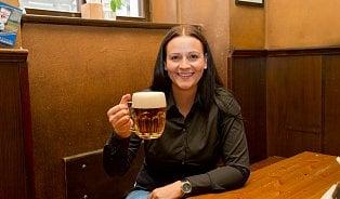 Vitalia.cz: Paní výčepní: Holka, co mluví chlapům do piva