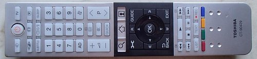 S televizorem dostanete v této kategorii nadstandardní dálkový ovladač, který nejen že výborně vypadá, ale má i výtečné rozložení a záběr.