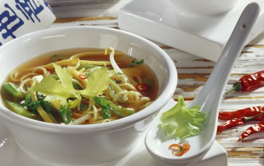 Čínská nudlová polévka, jakou v českém čínském bistru asi nedostanete