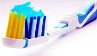 V dětských zubních pastách jsou látky, kterým je lepší se vyhnout