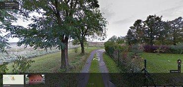 Jedna z ulic na periferii Prahy v podání Google Street View.