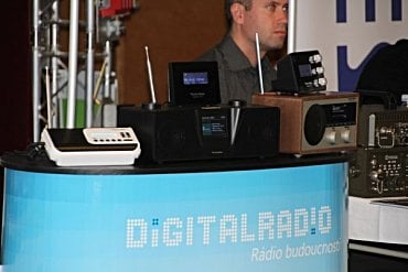 Přístroje DAB na konferenci Radiokomunikace 2015.