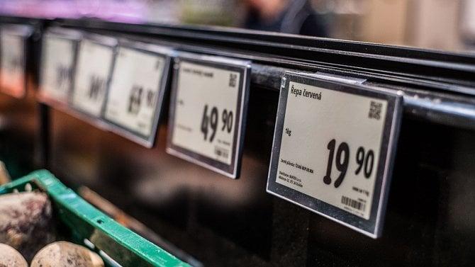 Řetězce začínají využívat digitální cenovky. Počítač sám ohlídá, kdy dát slevu
