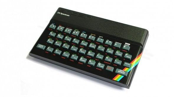 """Legendární """"gumák"""" ZX Spectrum slaví 35let. Tady je jehopříběh [Speciál]"""