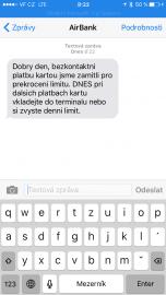 Air Bank při překročení limitu pro platbu bezkontaktní kartou pošle SMS.