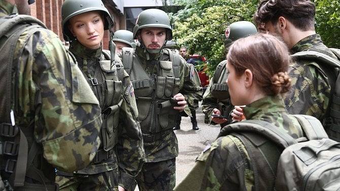 [aktualita] Televize Prima natáčí seriál 1. mise o výcviku vojenských lékařů