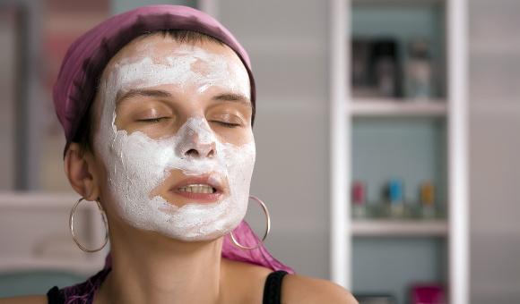 Pleťová maska pomůže jen z půlky. Kvalitu pleti totiž z druhé půli ovlivňuje genetická výbava.