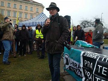 Spisovatel a publicista Ondřej Neff během proslovu.
