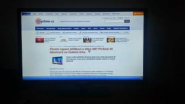 Prohlížeč Opera se otevře do celé obrazovky a sladěn je s televizorem velice dobře.