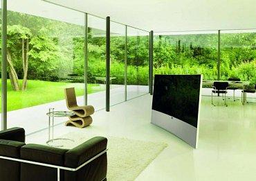 Televizor Loewe Masterpiece (nejspíše prosinec 2015) je od začátku navrhován do prostoru a s podlahovým podstavcem. V tomto případě nejvíce záleží právě na jeho stabilitě!