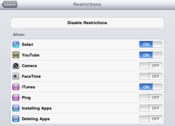 Využijte všech možností nabídky Restrictions (nachází se v aplikaci iOS Settings v části General), například k tomu, abyste zakázali používání problematických aplikací.