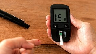Testy na cukrovku: podle čeho vybrat glukometr a kolik přispěje pojišťovna?