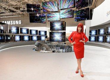 Samsung se rozmáchl i letos. A i letos s Miss IFA 2015…