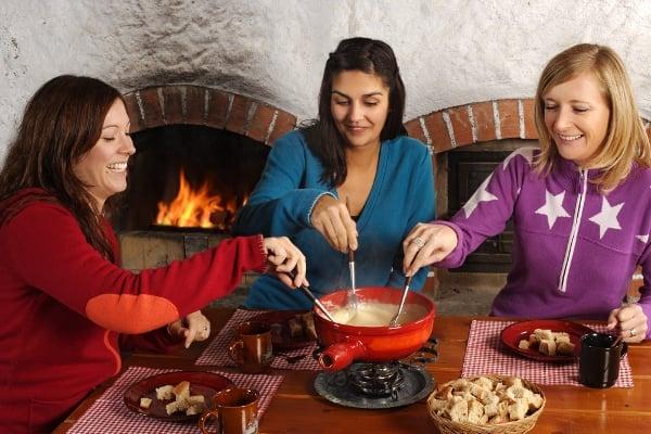 Sýrové fondue je ideální pohoštění pro hosty, na party, ale i jako večeře