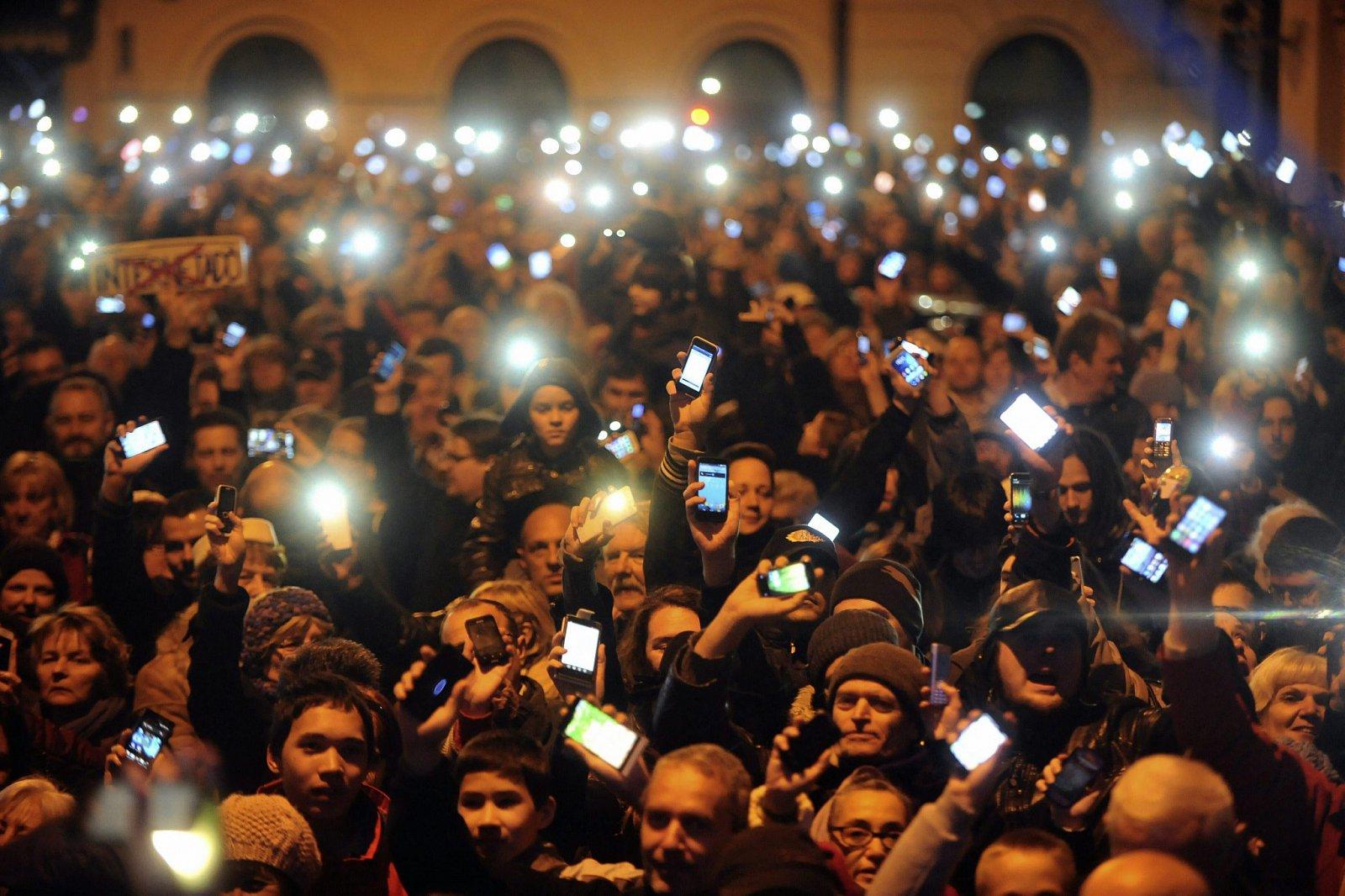 Maďaři vyšli kvůli dani z internetu do ulic