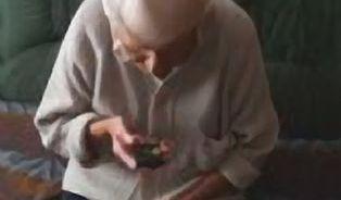 Má smysl mobil pro seniory?