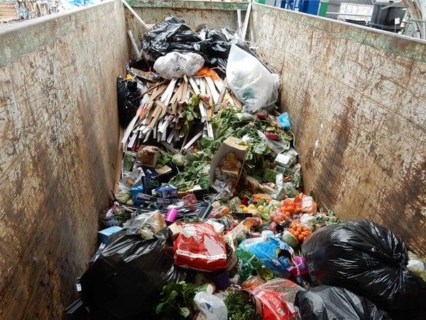 """Takhle Lidl """"třídí"""" odpad"""