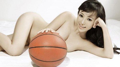 Fanda potěší muže krásnými náhými dámskými těly i zajímavou sportovní nabídkou.
